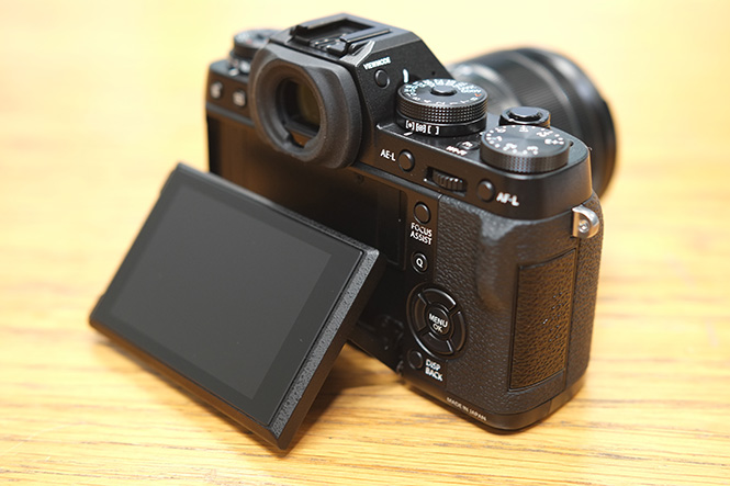 Fujifilm X-T1 tilting screen