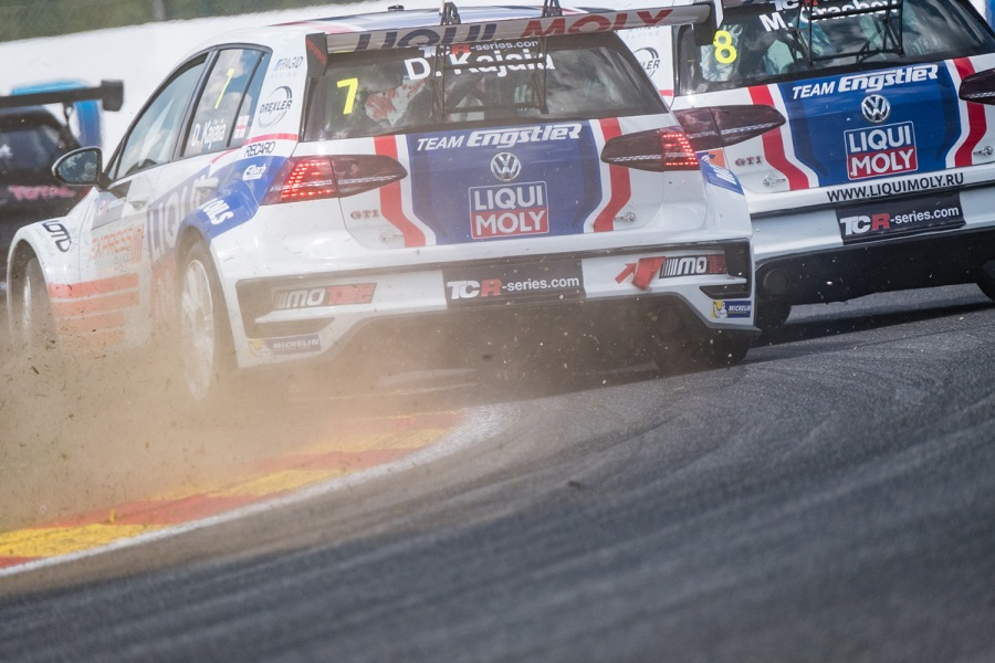 On track battles during the TCR International Series at Spa-Francorchamps